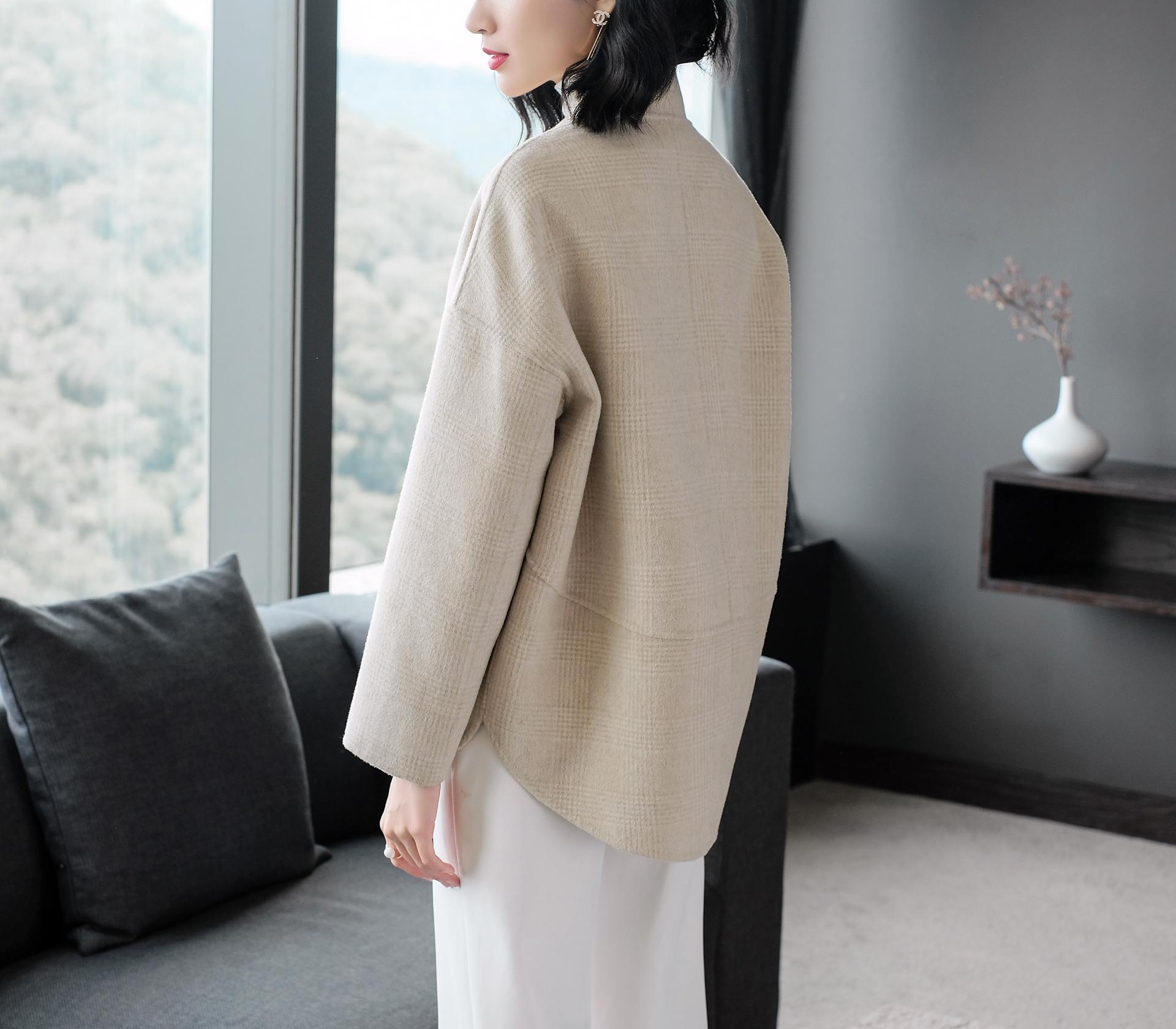 闕蘭絹立領細格紋羊毛米色短版大衣-1718