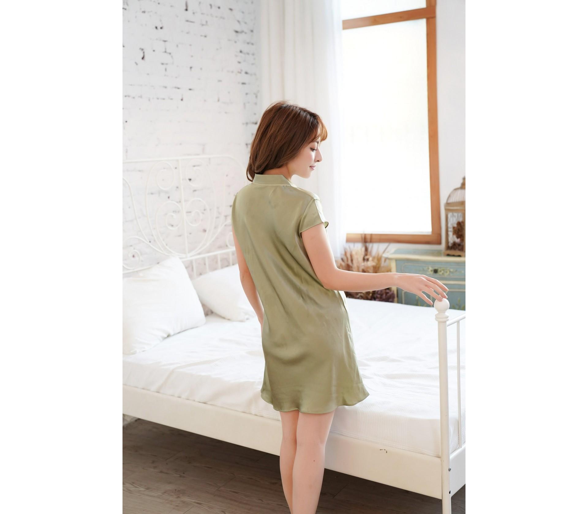綠色滾邊短袖蠶絲連身睡衣-3723