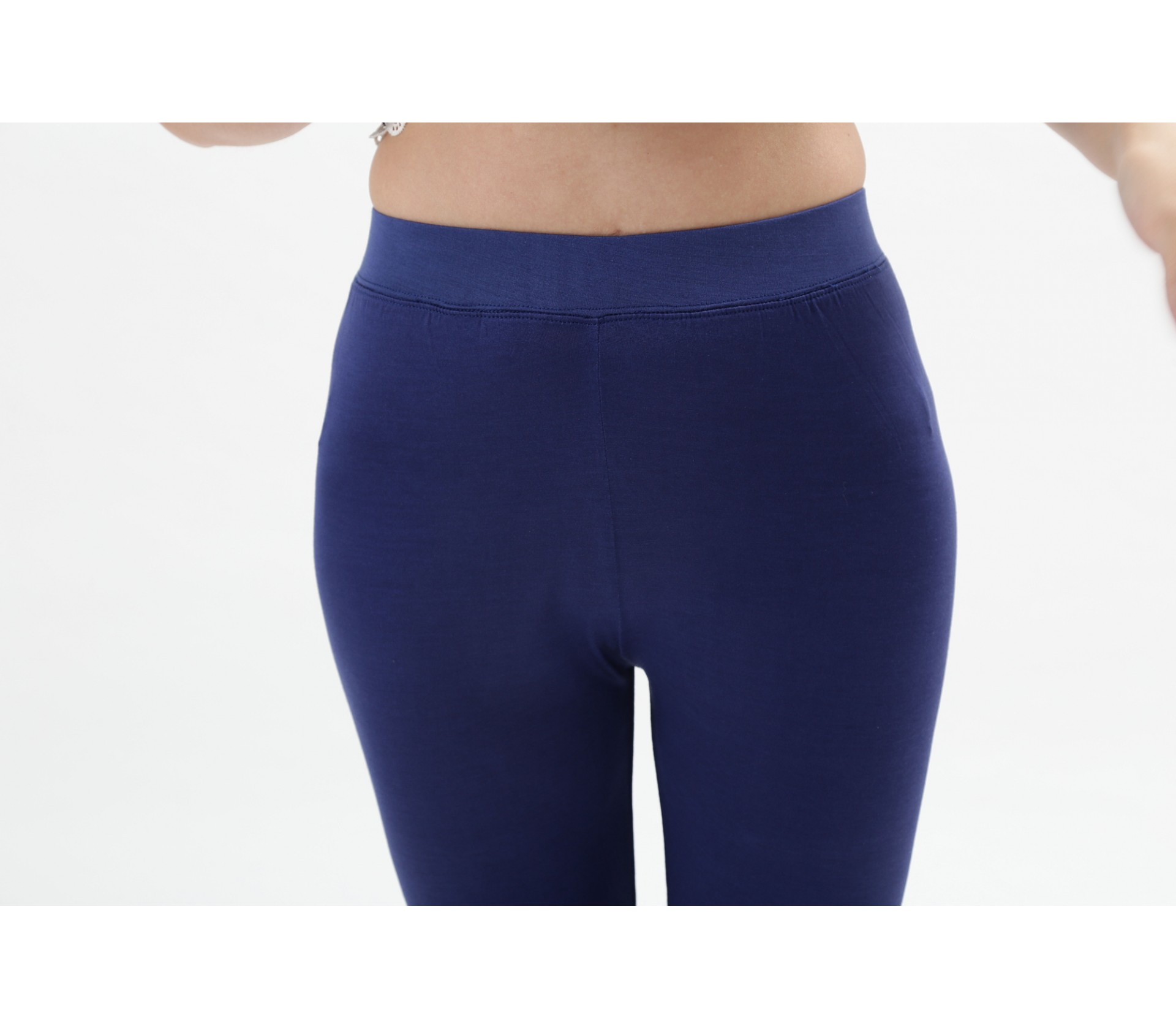 闕蘭絹百搭款舒適透氣100%蠶絲七分內搭褲-909(藍)