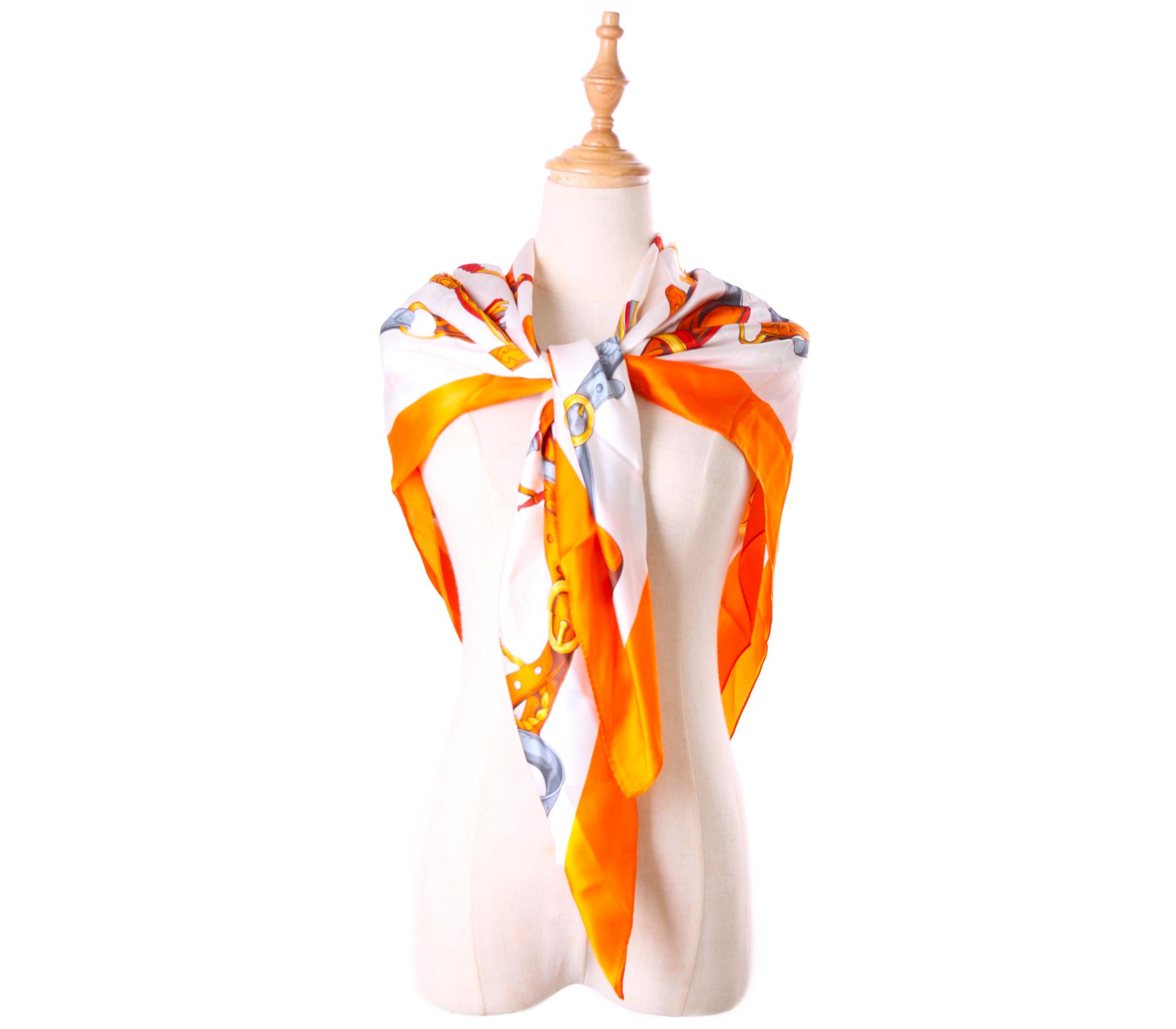 精緻鎖鏈100%蠶絲方巾- S0539
